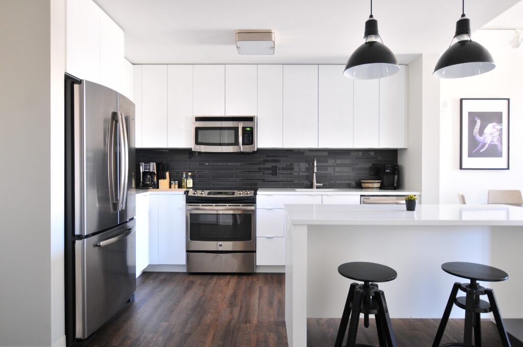 Staging Tip for selling your home: make it clean and minimal. A clean kitchen.